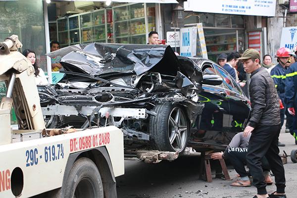 Ô tô đâm 5 xe trên phố Ngọc Khánh, cụ bà bán hàng rong đi bộ tử vong - Ảnh 1