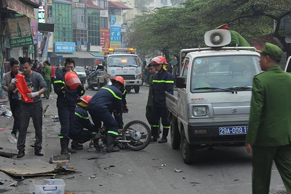 Ô tô đâm 5 xe trên phố Ngọc Khánh, cụ bà bán hàng rong đi bộ tử vong - Ảnh 6
