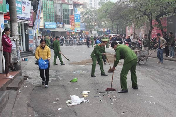 Ô tô đâm 5 xe trên phố Ngọc Khánh, cụ bà bán hàng rong đi bộ tử vong - Ảnh 7