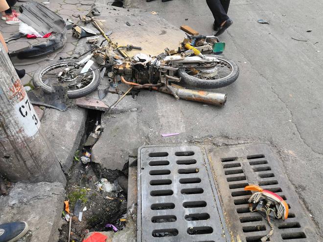 Vụ xe điên gây tai nạn liên hoàn khiến cụ bà tử vong: Tài xế xuống xe xin lỗi từng nạn nhân, người thân gào khóc tại hiện trường - Ảnh 1