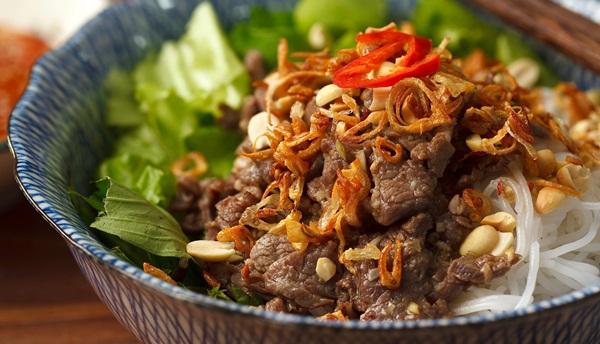 Bí quyết nấu bún bò Nam Bộ làm xiêu lòng người ăn - Ảnh 4