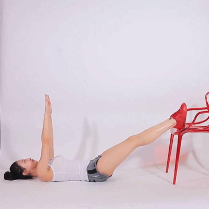 8 động tác với ghế cho đôi chân thon gọn - Ảnh 7