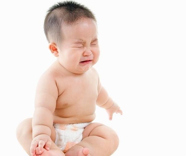 Trẻ sơ sinh bị táo bón: Dấu hiệu và nguyên nhân mẹ cần biết - Ảnh 3