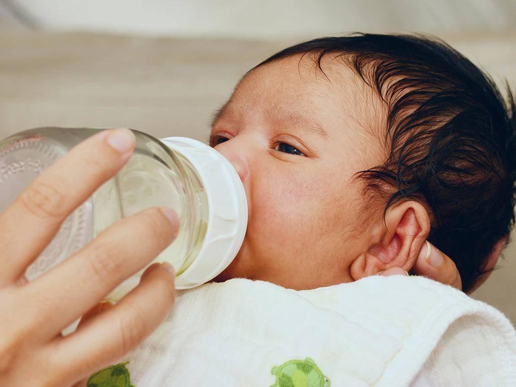 Trẻ sơ sinh bị táo bón: Dấu hiệu và nguyên nhân mẹ cần biết - Ảnh 4