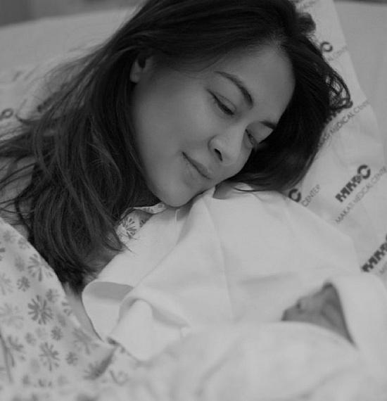 Tan chảy trước khoảnh khắc siêu đáng yêu của 2 thiên thần nhỏ nhà 'mỹ nhân đẹp nhất Philippines' Marian Rivera - Ảnh 1
