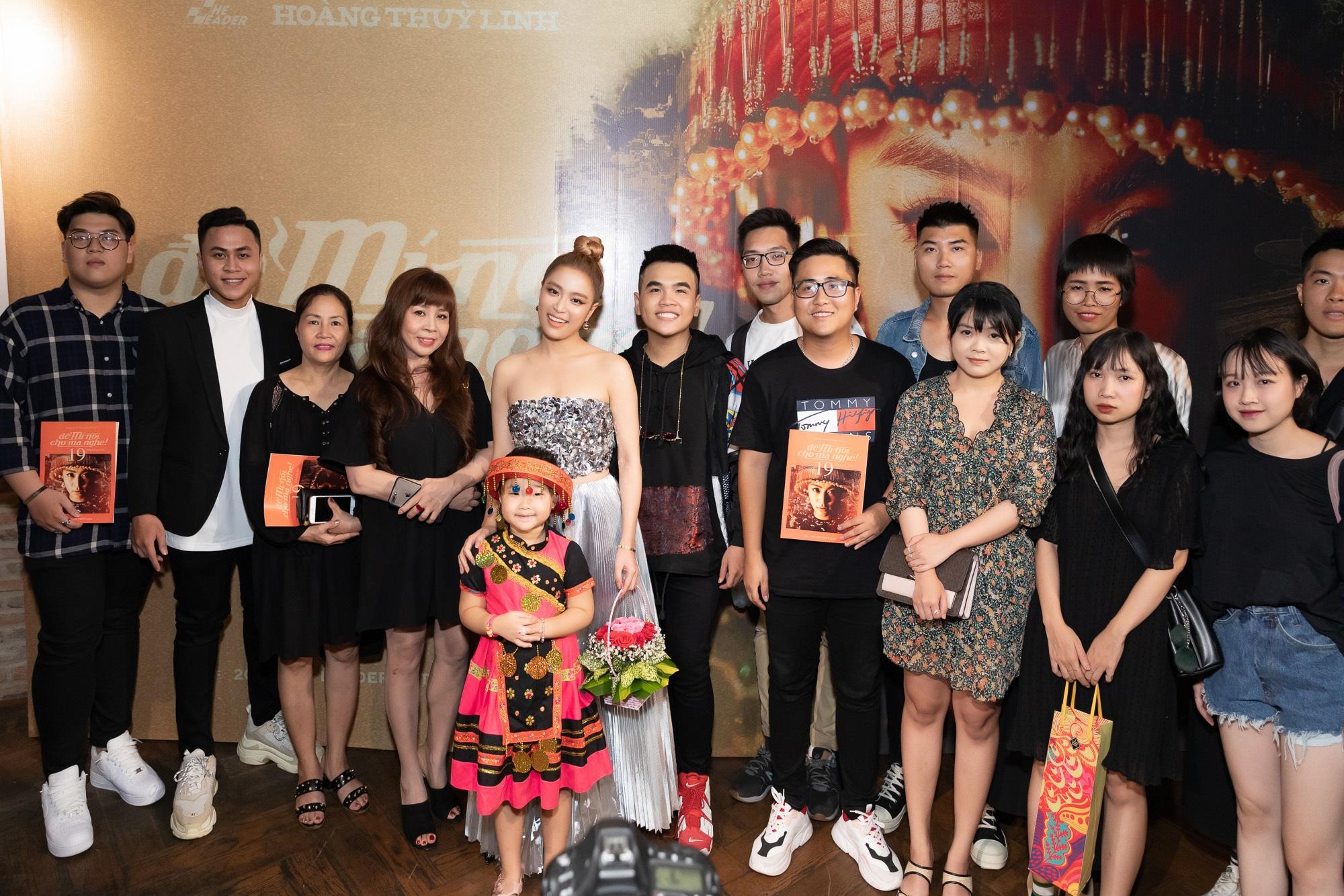 Hoàng Thùy Linh xinh xắn trong trang phục dân tộc Mèo tại buổi ra mắt MV mới - Ảnh 3