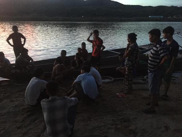 Học sinh lớp 10 đi phụ hồ về, nhảy xuống sông cứu người đuối nước - Ảnh 2
