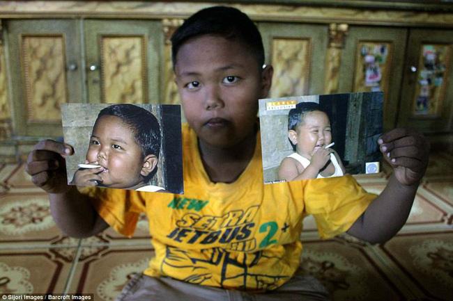 7 năm tuổi ấu thơ cơ cực của cậu bé hút 40 điếu thuốc mỗi ngày, bị ví là 'nô lệ tí hon' của thuốc lá và hành trình tìm lại chính mình khiến cả thế giới kinh ngạc - Ảnh 1
