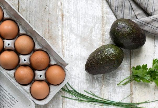 Cách làm món trứng nướng bơ tươi cho bữa sáng đầy năng lượng - Ảnh 1