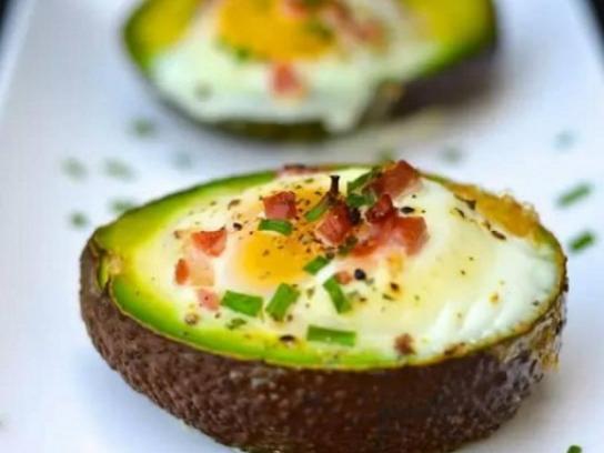 Cách làm món trứng nướng bơ tươi cho bữa sáng đầy năng lượng - Ảnh 3