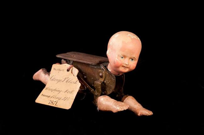 Búp bê của hơn 100 năm về trước: Ai mà ngờ món đồ chơi đáng yêu dành cho trẻ em từng có hình dạng kinh dị gây mất ngủ - Ảnh 2