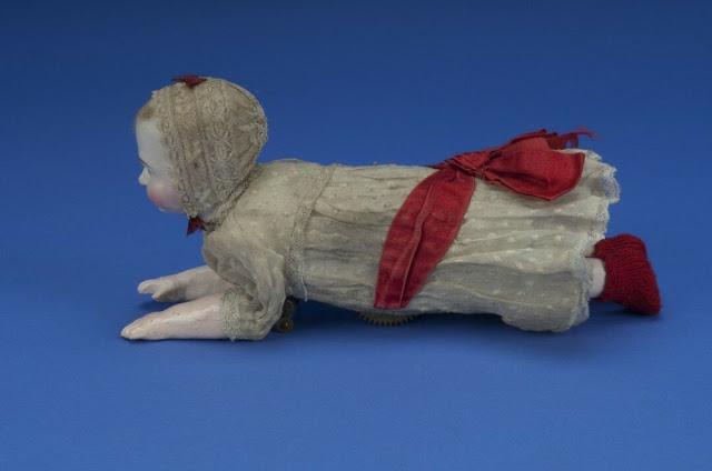 Búp bê của hơn 100 năm về trước: Ai mà ngờ món đồ chơi đáng yêu dành cho trẻ em từng có hình dạng kinh dị gây mất ngủ - Ảnh 6