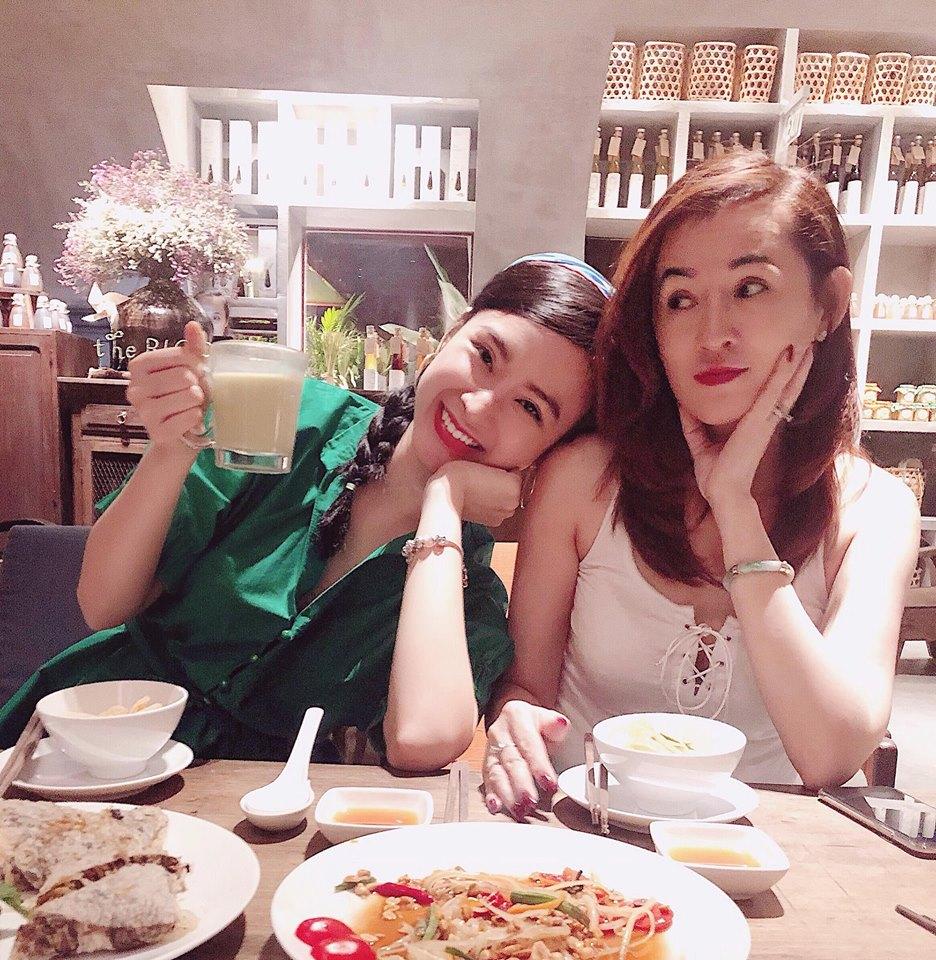 Mẹ đẻ Angela Phương Trinh gây sửng sốt vì trẻ đẹp không kém con gái - Ảnh 8