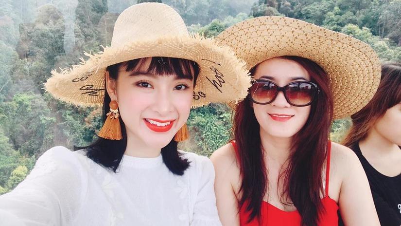Mẹ đẻ Angela Phương Trinh gây sửng sốt vì trẻ đẹp không kém con gái - Ảnh 3