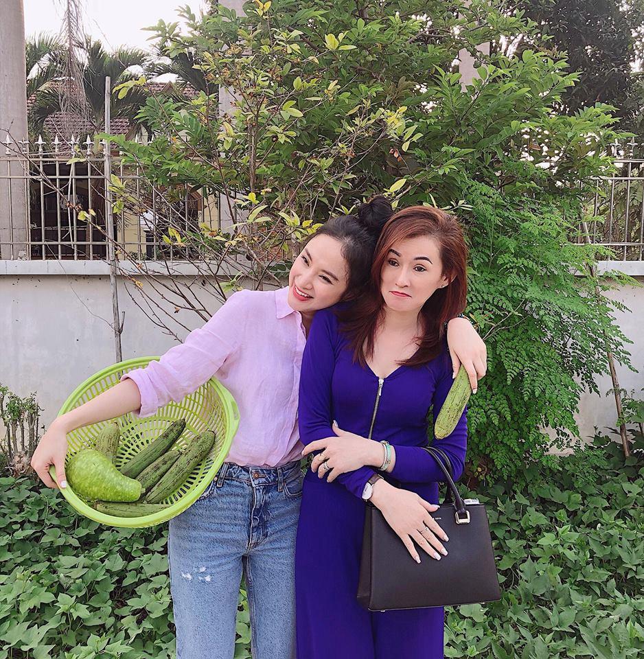 Mẹ đẻ Angela Phương Trinh gây sửng sốt vì trẻ đẹp không kém con gái - Ảnh 6