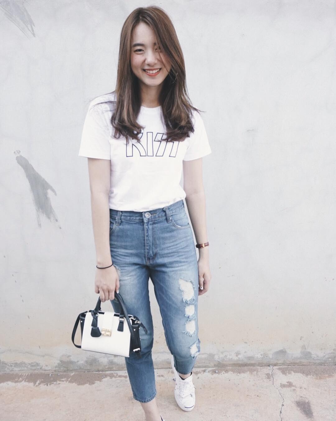 Quanh đi quẩn lại, áo phông trắng vẫn là item dễ mặc nhất và diện được muôn kiểu siêu xinh - Ảnh 1
