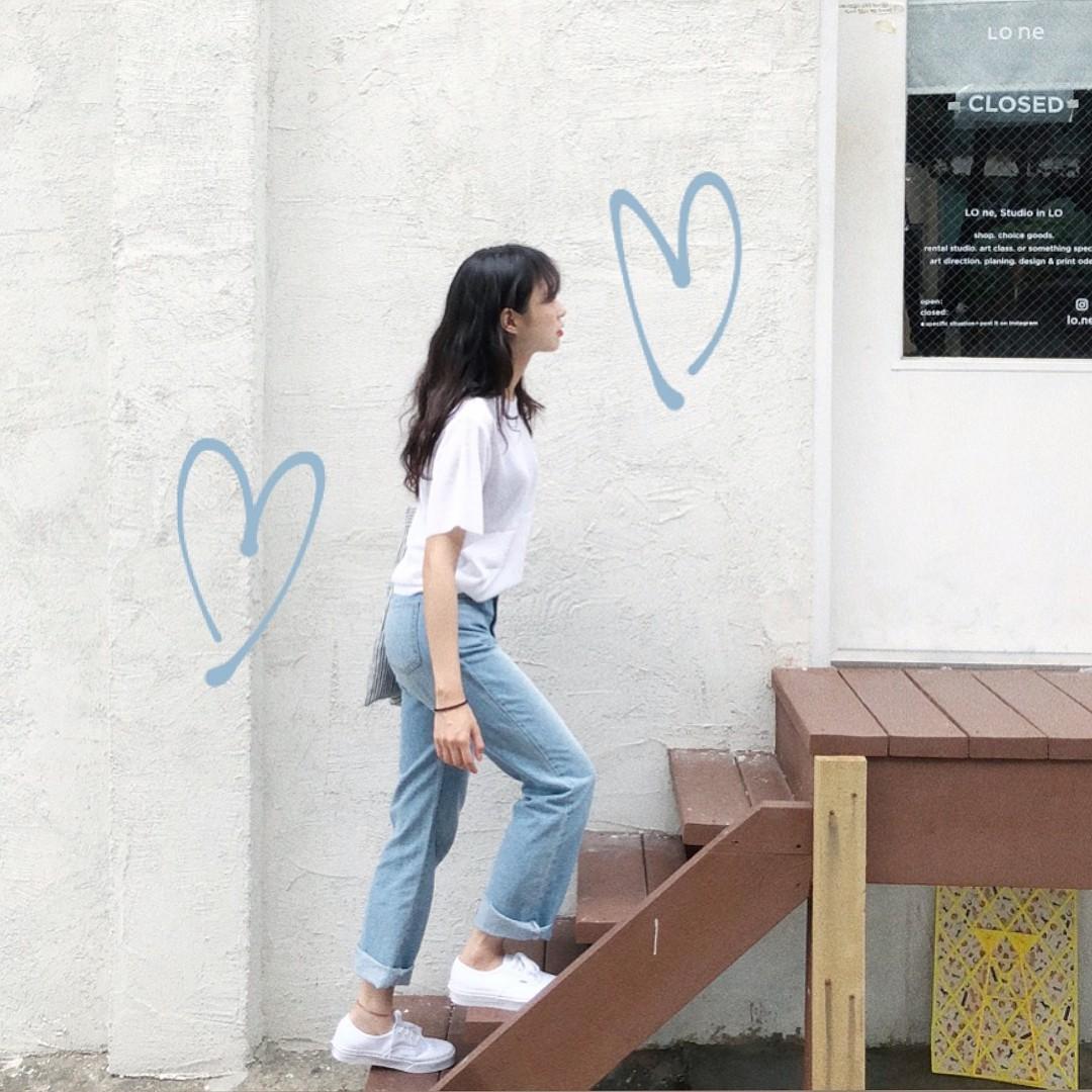 Quanh đi quẩn lại, áo phông trắng vẫn là item dễ mặc nhất và diện được muôn kiểu siêu xinh - Ảnh 2