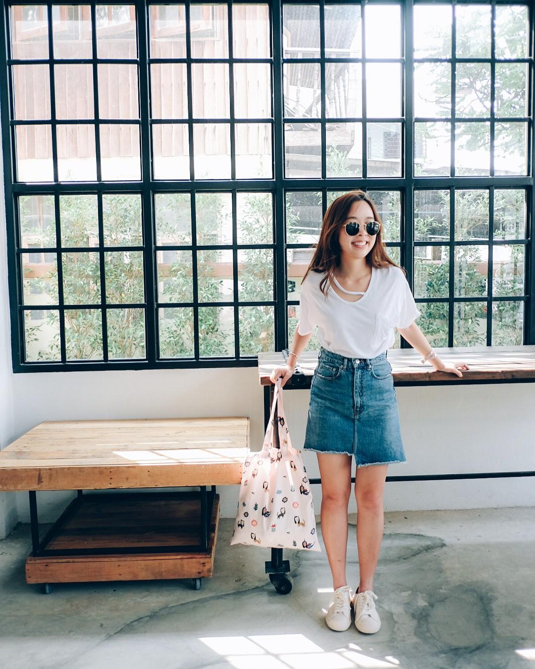 Quanh đi quẩn lại, áo phông trắng vẫn là item dễ mặc nhất và diện được muôn kiểu siêu xinh - Ảnh 6