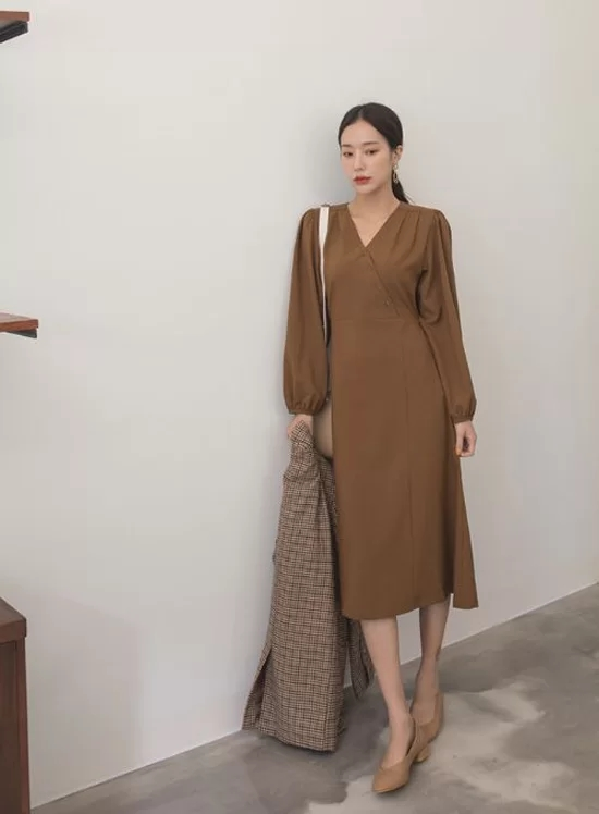 Các mẫu váy dáng dài cho nàng đón thu - Ảnh 2