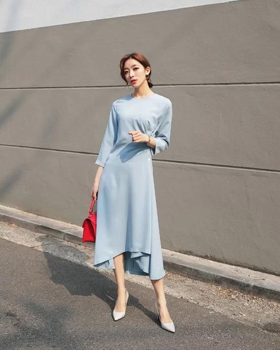 Các mẫu váy dáng dài cho nàng đón thu - Ảnh 6