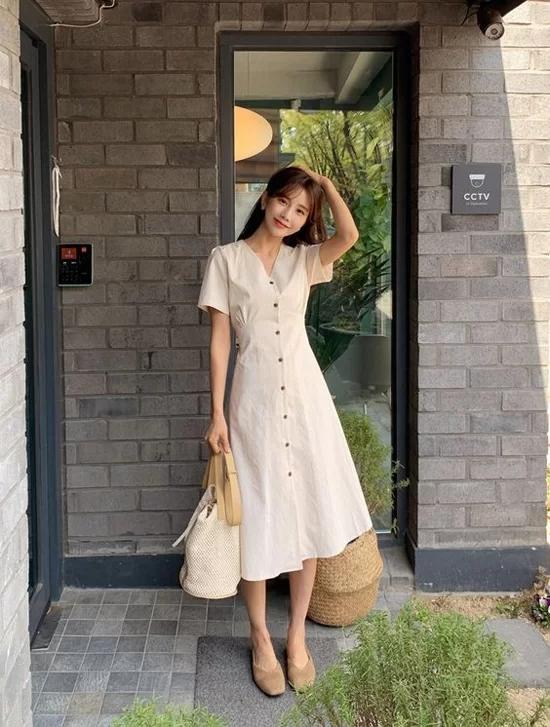 Các mẫu váy dáng dài cho nàng đón thu - Ảnh 9