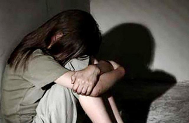 Cụ ông 65 tuổi bị tố cưỡng hiếp bé gái đến mang thai - Ảnh 1