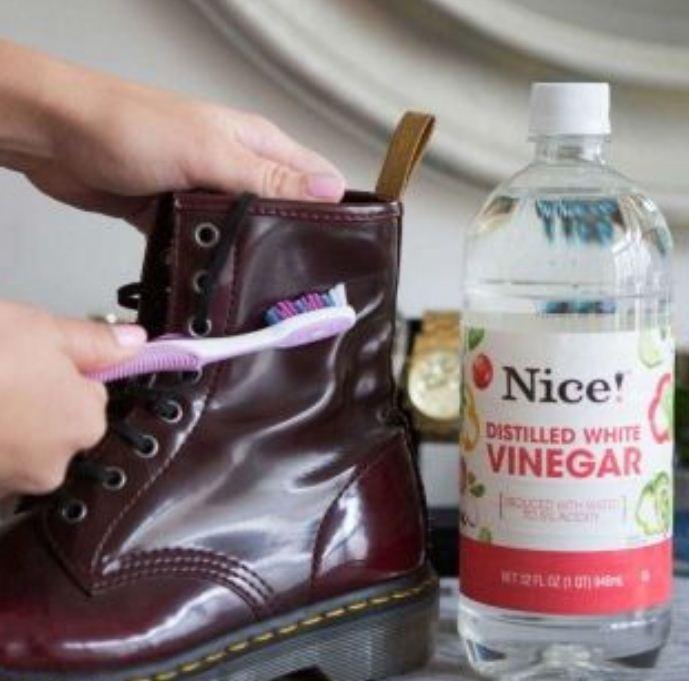 9 mẹo xử lý quần áo hư hỏng, làm mới giày dép cực hữu ích giúp phụ nữ tiết kiệm 'cả núi' tiền - Ảnh 3