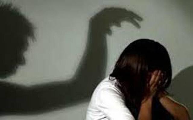 Căm phẫn: Cha hiếp dâm con gái ruột, dọa không cho đi học nếu dám kể với ai - Ảnh 1