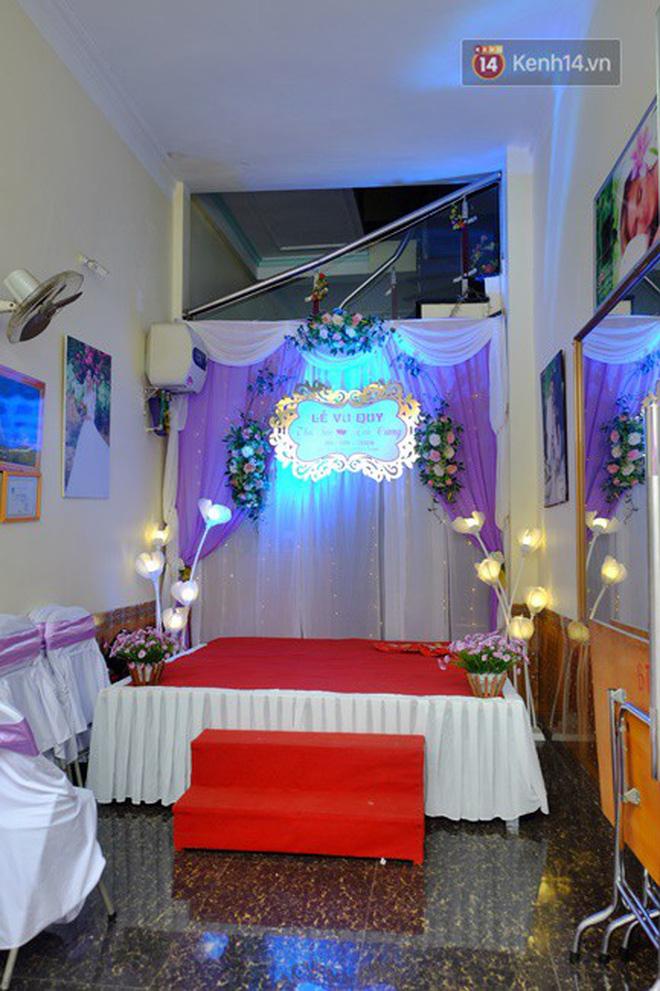 Khung cảnh đám cưới lãng mạn trong giờ phút cô dâu 61 tuổi chuẩn bị lên xe hoa về nhà chồng 26 tuổi - Ảnh 6