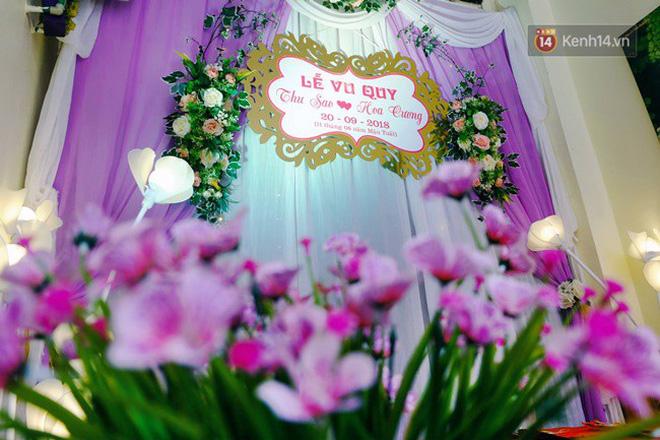 Khung cảnh đám cưới lãng mạn trong giờ phút cô dâu 61 tuổi chuẩn bị lên xe hoa về nhà chồng 26 tuổi - Ảnh 8