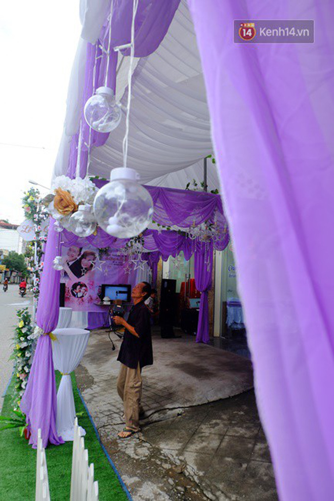 Khung cảnh đám cưới lãng mạn trong giờ phút cô dâu 61 tuổi chuẩn bị lên xe hoa về nhà chồng 26 tuổi - Ảnh 9