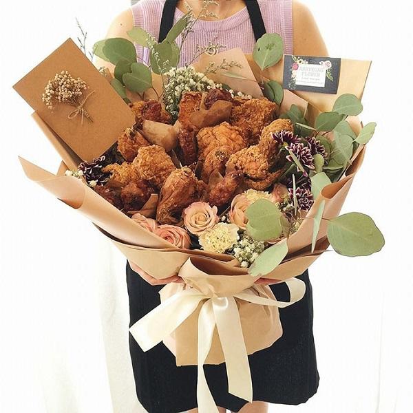 Học làm 'bó hoa' đùi gà rán tặng bạn gái độc nhất vô nhị - Ảnh 3