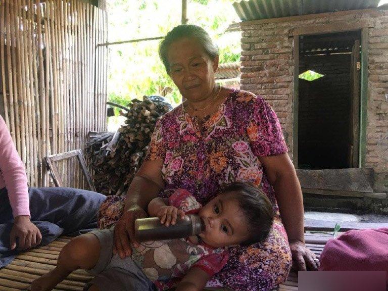 Mẹ cho con 6 tháng uống cà phê thay sữa, tình trạng hiện tại của bé thật khó nói - Ảnh 2