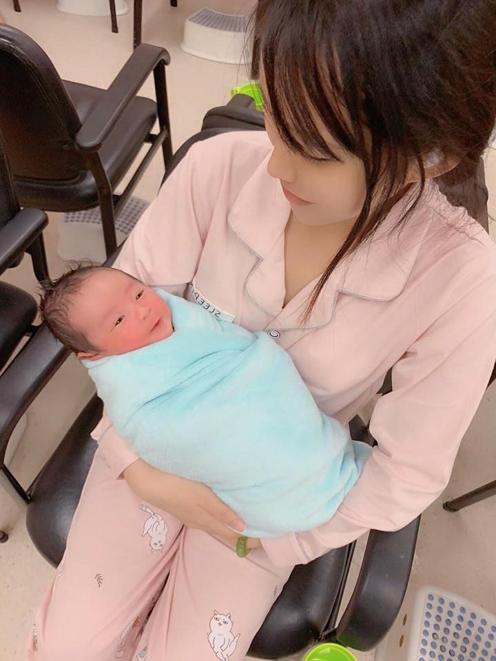 Mẹ Việt ở Hồng Kông kể lại kỉ niệm sinh con nhanh không tưởng: Rặn có 4 hơi, 5 phút sau đã bế con trên tay - Ảnh 2