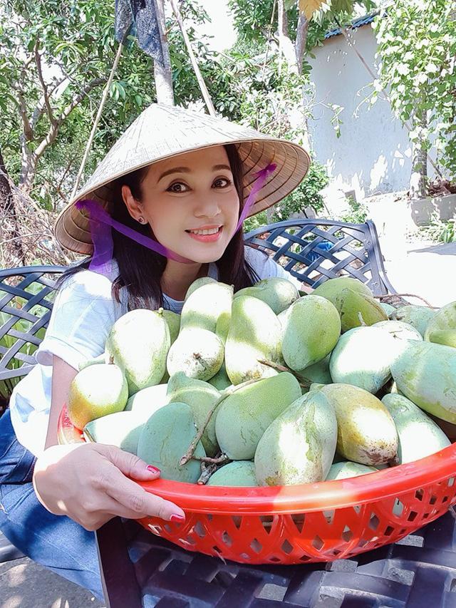 Việt Trinh: 'Xong việc chỉ muốn về thẳng nhà với con' - Ảnh 4
