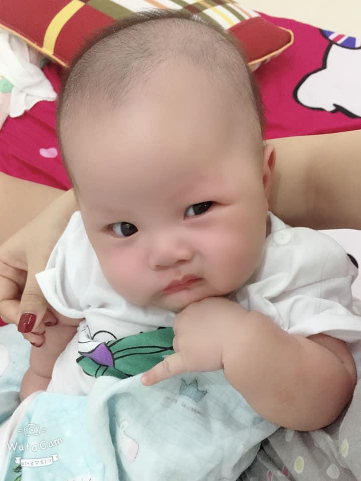 Sao y bản chính: Khi mang thai mẹ lúc nào cũng nhăn nhó, đẻ con ra mặt mũi cau có y chang - Ảnh 3