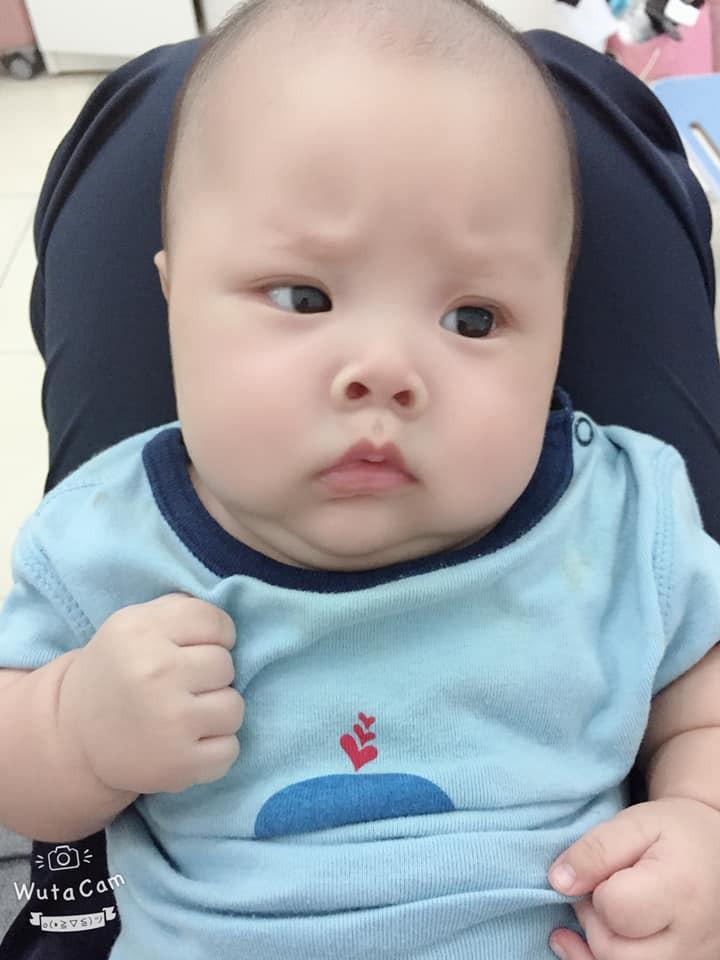 Sao y bản chính: Khi mang thai mẹ lúc nào cũng nhăn nhó, đẻ con ra mặt mũi cau có y chang - Ảnh 4