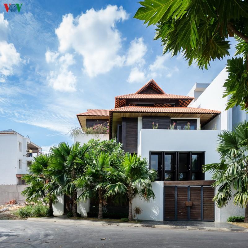 Ngôi nhà mang âm hưởng Huế giữa Sài Gòn - Ảnh 1