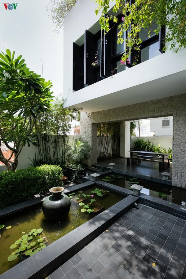 Ngôi nhà mang âm hưởng Huế giữa Sài Gòn - Ảnh 3