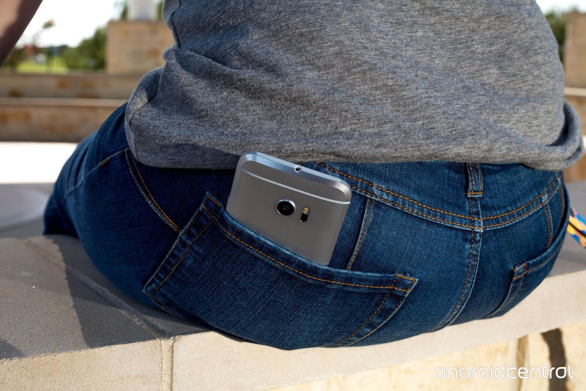 Những vị trí cơ thể hạn chế gần điện thoại - Ảnh 1