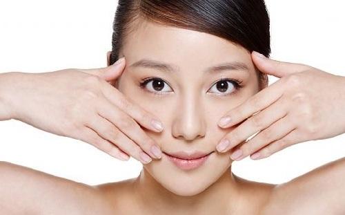 Ăn tết thả ga không lo mụn nhọt với các bước mát xa da mặt đơn giản lại hiệu quả - Ảnh 3