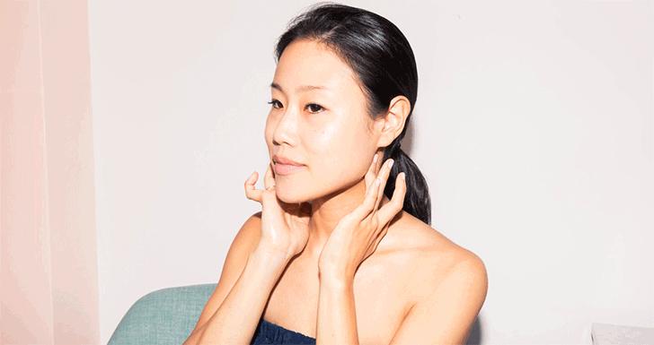Ăn tết thả ga không lo mụn nhọt với các bước mát xa da mặt đơn giản lại hiệu quả - Ảnh 4