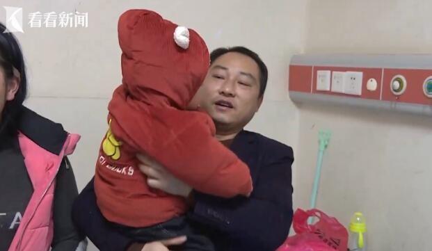 Con trai té vào máy giặt đến tắt thở vì đuối nước, hành động kịp thời của ông bố cứu sống đứa trẻ thành công  - Ảnh 2
