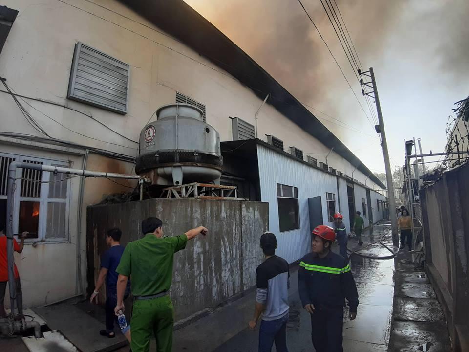 Công ty giày Trung Quốc cháy dữ dội ngày cuối năm - Ảnh 3