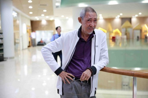 Đến thăm nghệ sĩ Lê Bình ngày cận Tết, Kiều Trinh tiết lộ tình trạng sức khỏe của đàn anh - Ảnh 4