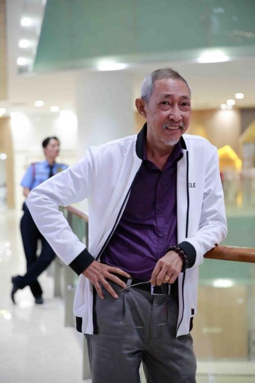Đến thăm nghệ sĩ Lê Bình ngày cận Tết, Kiều Trinh tiết lộ tình trạng sức khỏe của đàn anh - Ảnh 5