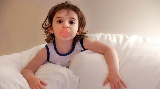 Mọi điều cần biết khi cho trẻ sử dụng núm vú giả: Bao giờ thì bắt đầu và khi nào nên dừng lại? - Ảnh 2