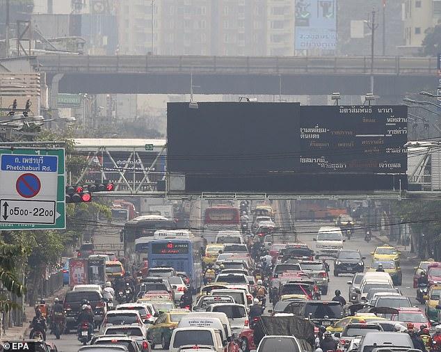 Ô nhiễm không khí ở Bangkok đặc biệt nghiêm trọng: người dân đau mắt, khó thở, hắt hơi ra máu - Ảnh 2