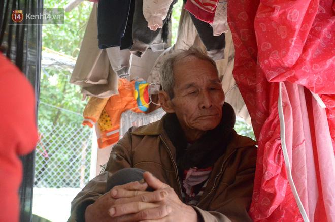 Tết buồn của cặp vợ chồng chênh lệch 43 tuổi ở Hà Nam: Không đào quất, không bánh chưng, 3 đứa con thơ phải mặc đồ cũ - Ảnh 10