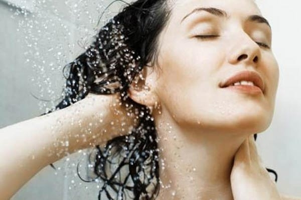 Bí quyết cho mái tóc mềm mại trong thời tiết nắng nóng - Ảnh 2